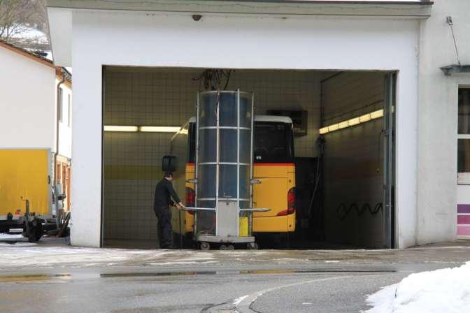 Vähän kevyempää pesukalustoa postiautolle