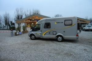 Camping Village Venezia, meidän auto portilla odottamassa puomin aukaisua