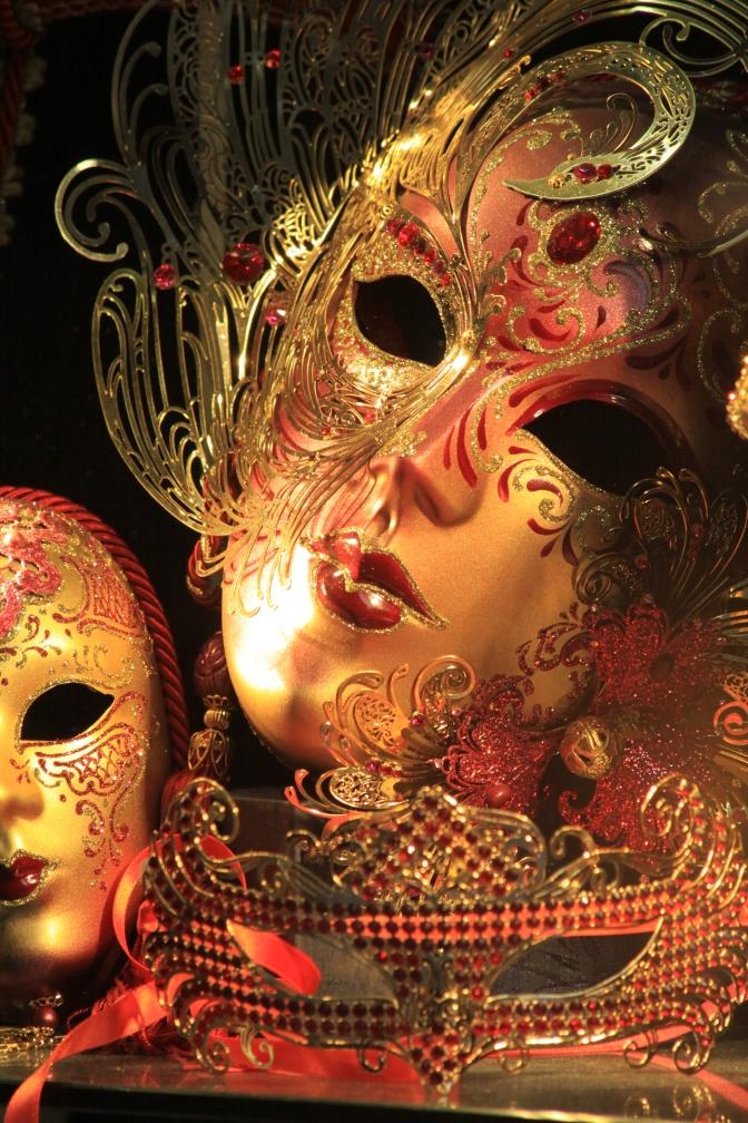 Venetsialaisia naamioita myytiin myös täällä.
