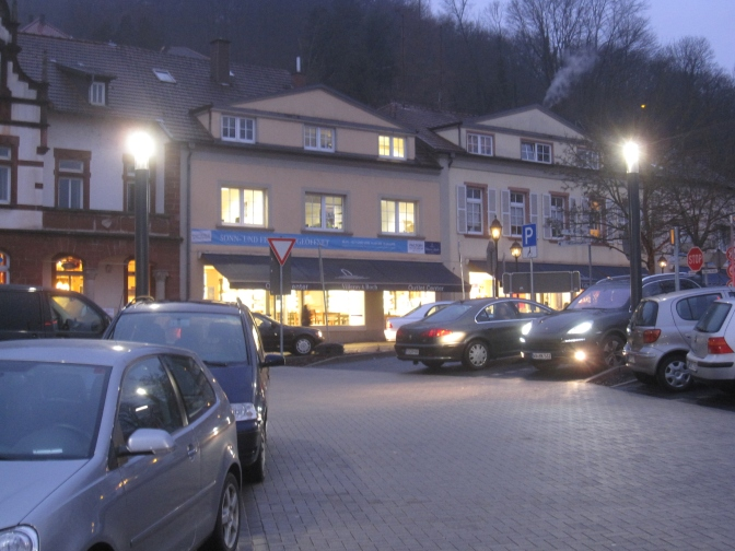 Villeroy&Bochin myymlä näyttää pieneltä ulkoapäin, mutta sisältä löytyy tilaa.