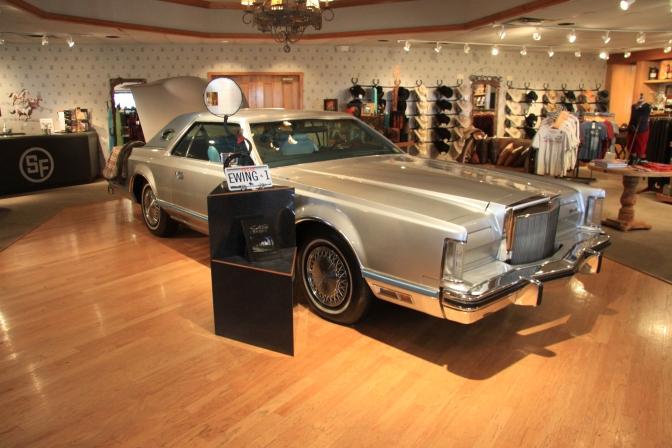 Jock Ewingin auto. Rekkari EWING 1