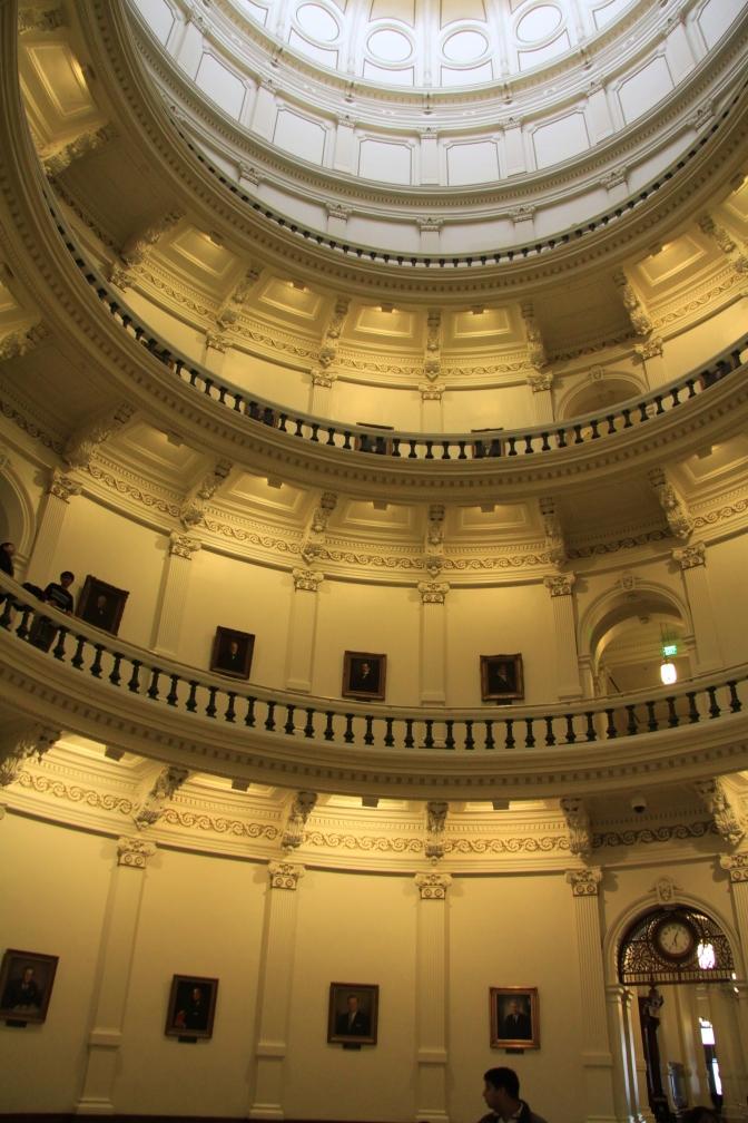 Texas Capitol rakennuksen keskiosa. Yläosassa alkaa kupoli