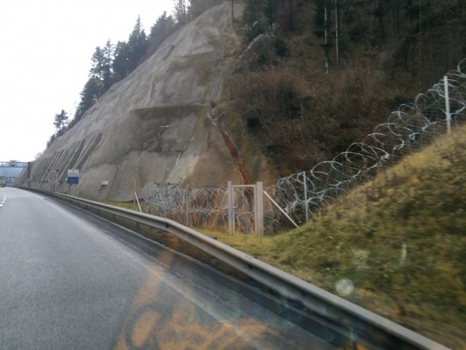 Slovenian ja Kroatian välisellä rajalla oli levitettynä Natolankaa...