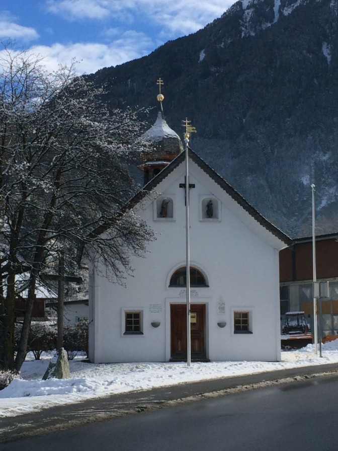 Kylän toinen kirkko.Tämän kirkon tehtäviin kuului ainakin aikamerkit.