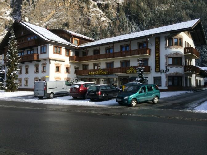 Tirolilaistyylinen hotelli