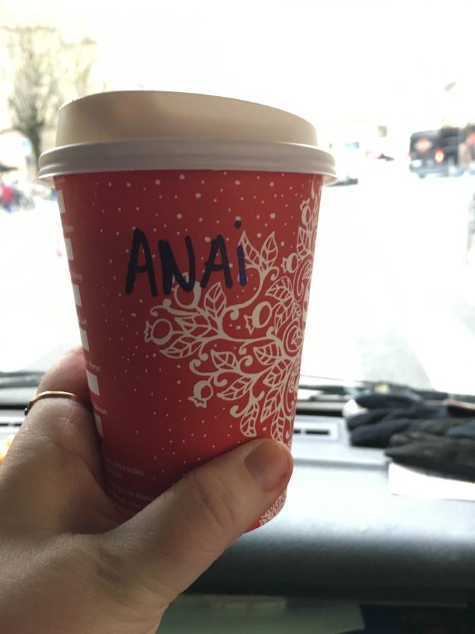 Olisin hämmästynyt, mikäli Starbucksin ihmiset osais joskus kirjoittaa asiakkaan nimen oikein mukiin. Tämä oli tilattu nimellä Anne...