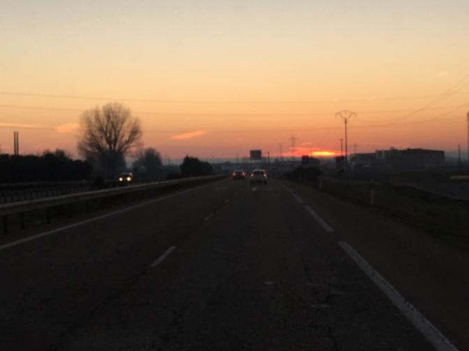 Go west! Aurinko laskee länteen...
