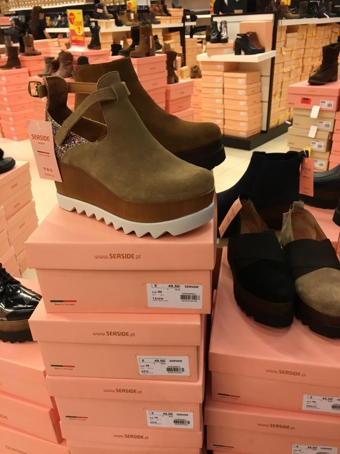 Tämän vuoden muotia on selkeästi korkeat pohjat kengissä.