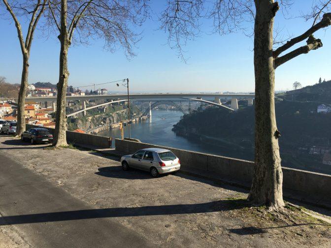 Parkkipaikalta oli hyvät näköalat. Tämä siltä on Ponte do Infante.