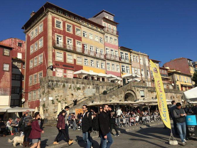 Douro -joen rannan taloja