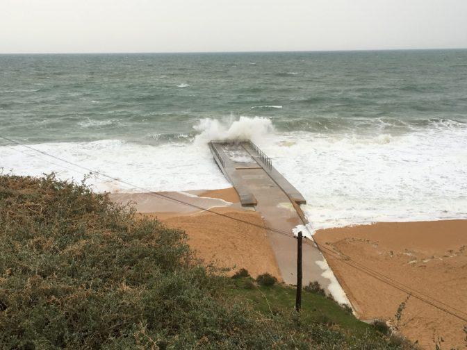 Ranta on aina ranta, vaikka vähän myrskyäiskin.