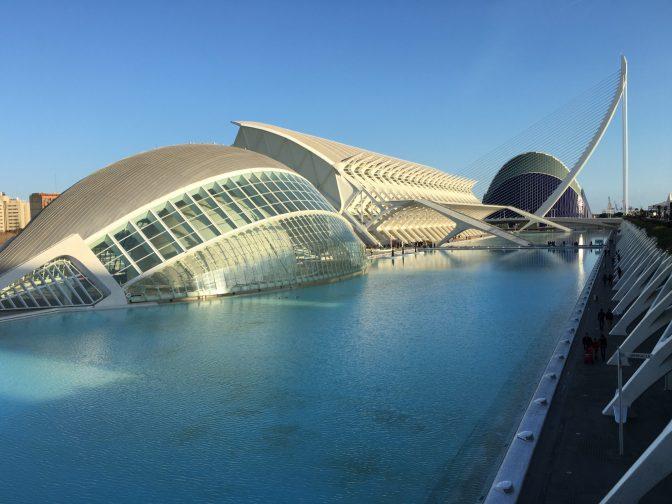 Ciutat de les Arts i de les Ciències eli Valencian taide- ja tiedekeskus toinen rakennus