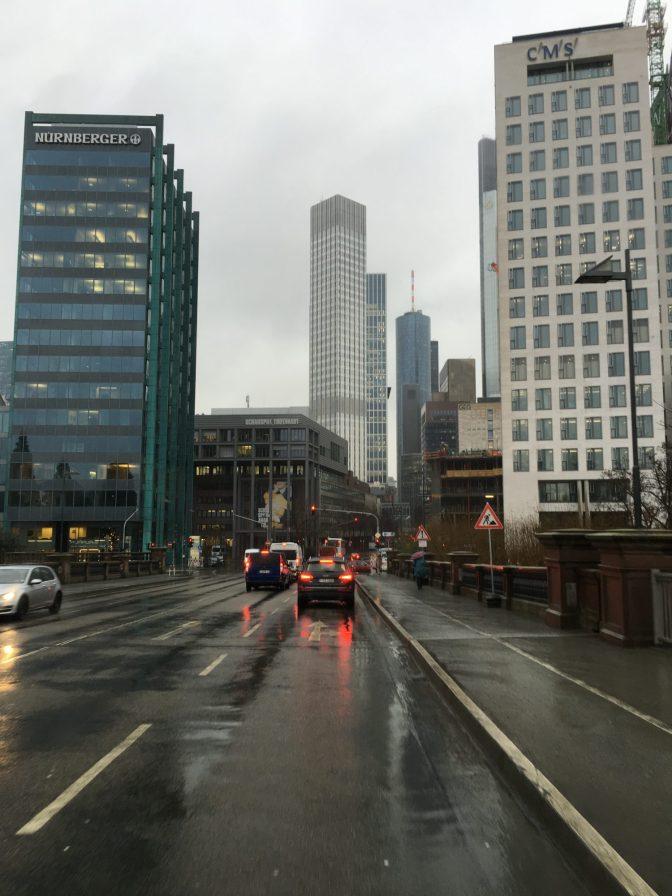Frankfurtin toimistokeskustaa.