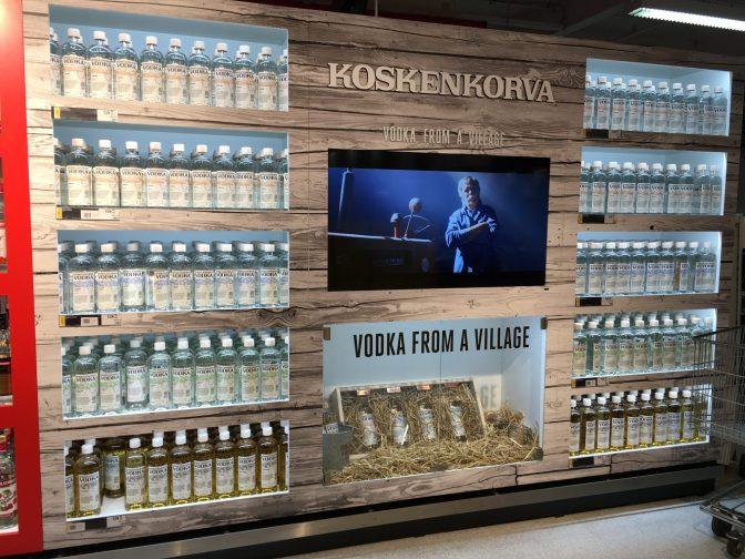 Mehän ei Suomessa nähdä juurikaan alkoholimainontaa ja siksi olimmekin todella positiivisesti yllättyneitä Koskenkorvan mainoksesta. Mainosfilmi oli kiinnostava, mikään siinä ei ärsyttänyt, mutta se oli silti suomalaisen jäyhä. Loistavaa toimintaa Altialta!