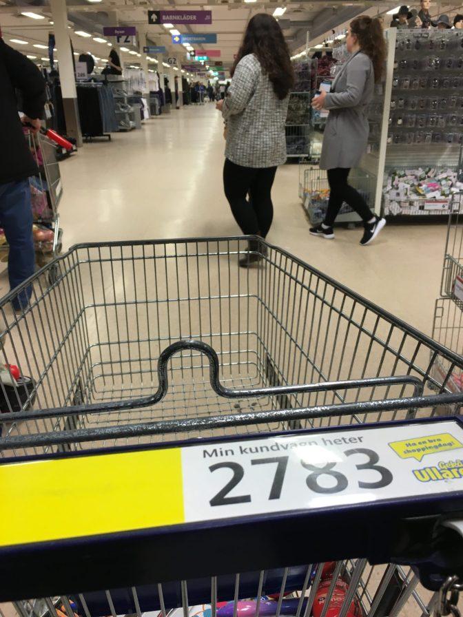 Ostoskärryt on numeroitu, jotta löydät omasi.